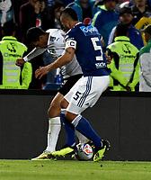 BOGOTÁ - COLOMBIA, 19-08-2018: Andrés Cadavid (Der.) jugador de Millonarios disputa el balón con José Sand (Izq.) jugador de Deportivo Cali, durante partido de la fecha 5 entre Millonarios y Deportivo Cali, por la Liga Aguila II-2018, jugado en el estadio Nemesio Camacho El Campin de la ciudad de Bogota. / Andrés Cadavid (R) player of Millonarios vies for the ball with Jose Sand (L) player of Deportivo Cali, during a match of the 5th date between Millonarios and Deportivo Cali, for the Liga Aguila II-2018 played at the Nemesio Camacho El Campin Stadium in Bogota city, Photo: VizzorImage / Luis Ramirez / Staff.