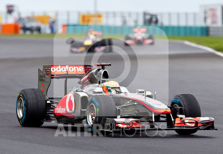 31.07.2011, Hungaroring, Budapest, HUN, F1, Grosser Preis von Ungarn, Hungaroring, im Bild Lewis Hamilton (GBR), McLaren-Mercedes vor Sebastian Vettel (GER), Red Bull Racing-Renault und Jenson Button (GBR), McLaren-Mercedes // during the Formula One Championships 2011 Hungarian Grand Prix held at the Hungaroring, near Budapest, Hungary, 2011-07-31, EXPA Pictures © 2011, PhotoCredit: EXPA/ J. Feichter