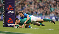 Saturday 10th February 2018 | Ireland vs Italy<br /> <br /> Robbie Henshaw races clear to score during the Six Nations Rugby Championship match between Ireland and Italy at the Aviva Stadium, Lansdowne Road,  Dublin Ireland. Photo by John Dickson / DICKSONDIGITAL