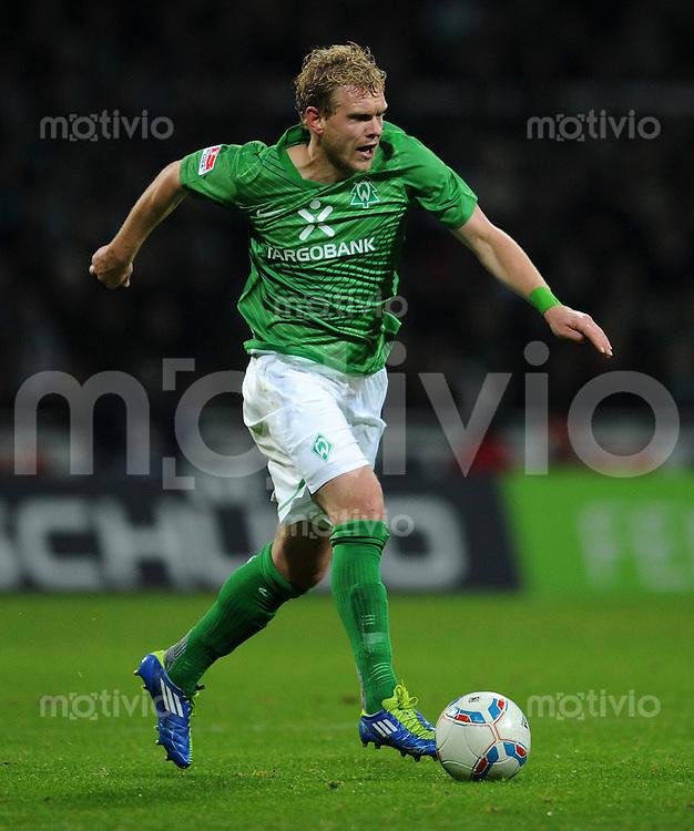 FUSSBALL   1. BUNDESLIGA   SAISON 2011/2012    16. SPIELTAG SV Werder Bremen - VfL Wolfsburg          10.12.2011 Andreas Wolf (SV Werder Bremen) Einzelaktion am Ball