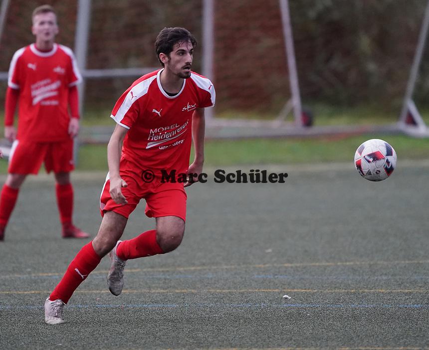 Kopfball Christoph Haddad (Büttelborn) - Büttelborn 03.11.2019: SKV Büttelborn vs. SV 07 Nauheim, Gruppenliga Darmstadt