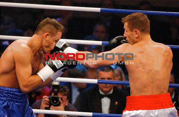 WBC Light Heavyweight Championship<br /> <br /> Duesseldorf Mehrzweckhalle<br /> <br /> Thomas Ulrich ( Germany ) vs. Tomasz Adamek ( Polen )<br /> <br /> <br /> <br /> Tomasz Adamek war im Rin immer Herr der Lage gegen Thomas Ulrich ( links )<br /> <br /> Foto :&copy; nordphoto <br /> <br /> <br /> <br /> <br /> <br /> <br /> <br /> <br /> <br /> <br /> <br /> <br /> <br /> <br /> <br />  Champions Leaque CL 05/06<br /> <br /> <br /> <br /> <br /> <br /> <br /> <br /> <br /> <br /> Foto :&copy; nordphoto <br /> <br /> <br /> <br /> <br /> <br /> <br /> <br />  *** Local Caption *** Foto ist honorarpflichtig! zzgl. gesetzl. MwSt.<br /> <br /> <br /> <br /> <br /> <br /> <br /> <br /> Belegexemplar erforderlich