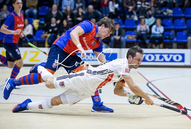 ROTTERDAM  - NK Zaalhockey . finale heren: SCHC-Amsterdam (2-2, SCHC wint shoot-outs) .  Nicky Leijs (Adam) met Thomas Vis (SCHC)    COPYRIGHT KOEN SUYK