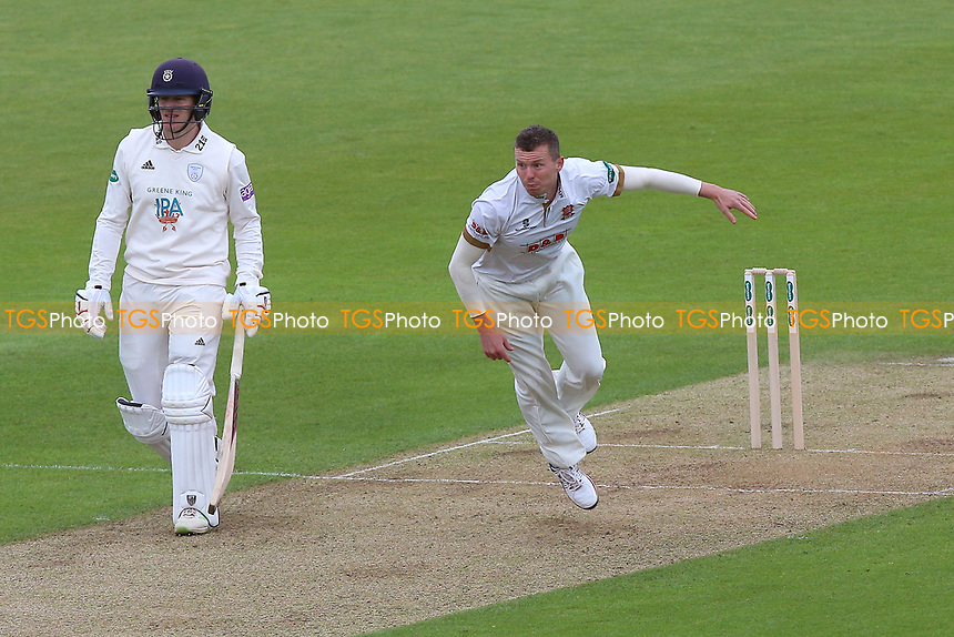 Peter Siddle in bowling action for Essex during Hampshire CCC vs Essex CCC, Specsavers County Championship Division 1 Cricket at the Ageas Bowl on 29th April 2018