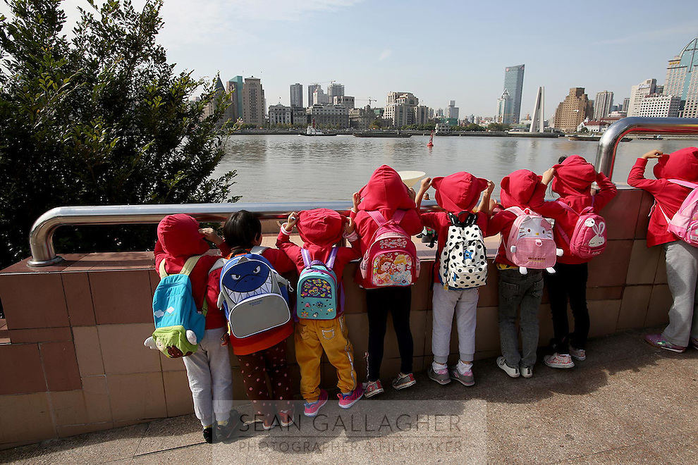 School children look across the Huang Pu River during a school excursion.<br />