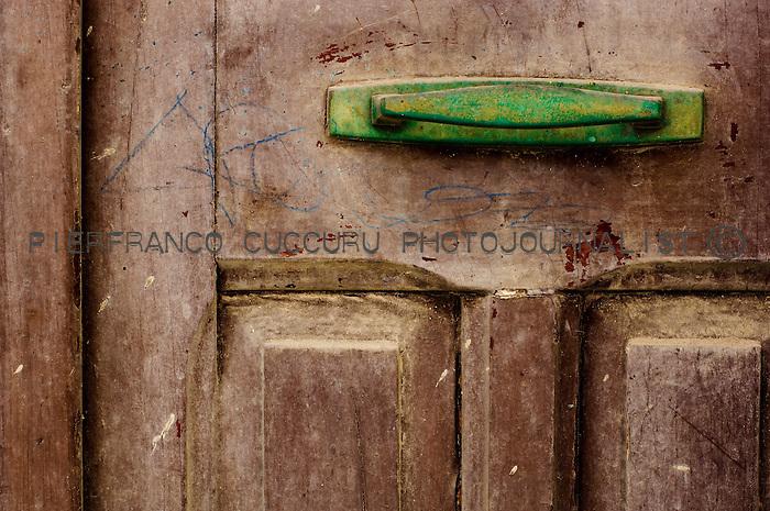 piazzza quadrato frasso porte, portoni, maniglie e serrature di sassari, Italia<br /> doors, handles and locks in Sassari, Italy