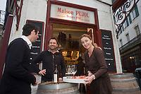 Europe/France/Aquitaine/64/Pyrénées-Atlantiques/Pays Basque/ Biarritz: Christine Pujol  dans son épiceri, bar à vin: Le Comptoir du Foie Gras [Non destiné à un usage publicitaire - Not intended for an advertising use]