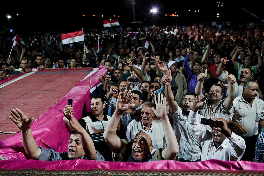 Supporters of Egyptian presidential candidate Amr Moussa cheer as the secular candidate takes the stage at a campaign event at Benha in the Nile Delta, Egypt, May 18, 2012.  Photo: ED GILES.
