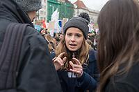"""Schuelerstreik und Demonstration """"Fridays4Future"""" (#f4f) in Berlin.<br /> Ca. 15.000 Menschen, hauptsaechlich Schuelerinnen und Schuler kamen am Freitag den 15. Maerz 2019 in Berlin zur woechentlichen Klimademonstration um gegen die Klimapolitik der Bundesegierung zu protestieren. Erstmals wurden sie dabei von Eltern (""""Parents for Future"""") und Wissenschaftlern (""""Scientist for Future"""") unterstuetzt.<br /> An diesem Freitag streikten Schuelerinnen und Schueler weltweit  in mehr als 1650 Staedten fuer ein umdenken in der Klimapolitik.<br /> Im Bild: Luisa Neubauer, Schueleraktivistin aus Berlin.<br /> 15.3.2019, Berlin<br /> Copyright: Christian-Ditsch.de<br /> [Inhaltsveraendernde Manipulation des Fotos nur nach ausdruecklicher Genehmigung des Fotografen. Vereinbarungen ueber Abtretung von Persoenlichkeitsrechten/Model Release der abgebildeten Person/Personen liegen nicht vor. NO MODEL RELEASE! Nur fuer Redaktionelle Zwecke. Don't publish without copyright Christian-Ditsch.de, Veroeffentlichung nur mit Fotografennennung, sowie gegen Honorar, MwSt. und Beleg. Konto: I N G - D i B a, IBAN DE58500105175400192269, BIC INGDDEFFXXX, Kontakt: post@christian-ditsch.de<br /> Bei der Bearbeitung der Dateiinformationen darf die Urheberkennzeichnung in den EXIF- und  IPTC-Daten nicht entfernt werden, diese sind in digitalen Medien nach §95c UrhG rechtlich geschuetzt. Der Urhebervermerk wird gemaess §13 UrhG verlangt.]"""