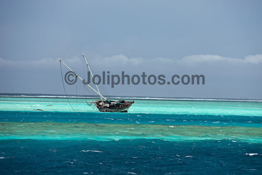 Boat wreck in the North Male Atolls, Maldives (Tuesday, June 16th, 2009). Photo: joliphotos.com