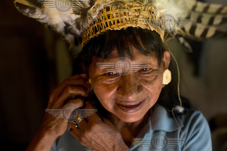 Oncayo Orango, a 70 year old Waorani (Huaroni) woman, wearing an eagle's feather head dress. The bird was hunted a few weeks earlier.