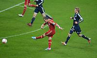 FUSSBALL   1. BUNDESLIGA  SAISON 2012/2013   27. Spieltag   FC Bayern Muenchen - Hamburger SV    30.03.2013 Tor zum 1-0 durch Xherdan Shaqiri (li, FC Bayern Muenchen) gegen Per Ciljan Skjelbred (re, Hamburger SV)