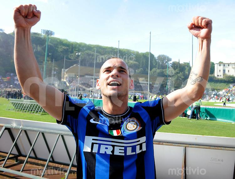 FUSSBALL INTERNATIONAL   SERIE A   SAISON 2009/2010    AC Siena - Inter Mailand      16.05.2010 INTER MAILAND IST ITALIENISCHER MEISTER Wesley Sneijder  (Inter)