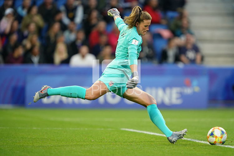 LE HAVRE, FRANCE - JUNE 20: Alyssa Naeher #1 during a 2019 FIFA Women's World Cup France group F match between the United States and Sweden at Stade Océane on June 20, 2019 in Le Havre, France.
