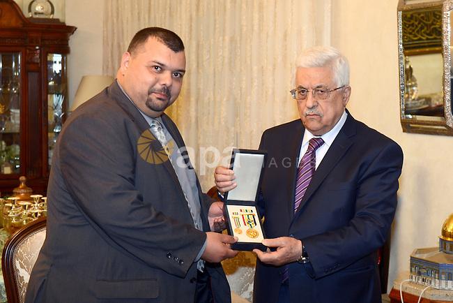 Palestinian President Mahmoud Abbas (Abu Mazen) gives Major General Samir Siksik. Multiple medals in Amman on November 12, 2013. Photo by Thaer Ganaim