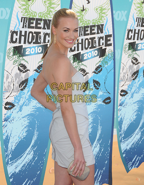 YVONNE STRAHOVSKI.Fox Teen Choice 2010 Awards held at the Universal Ampitheatre in Universal City, California, USA..August 8th, 2010    .half length grey gray strapless dress looking over shoulder clutch bag.CAP/RKE/DVS.©DVS/RockinExposures/Capital Pictures.
