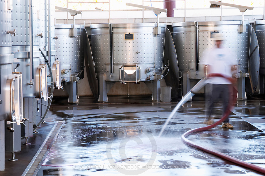 cleaning the winery floor floating top tanks herdade de sao miguel alentejo portugal