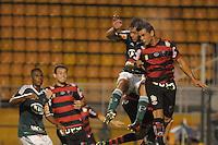 SÃO PAULO, SP, 23 DE FEVEREIRO DE 2012 - CAMPEONATO PAULISTA - PALMEIRAS x OESTE - Zagueirodo Palmeiras Román (e) durante partida Palmeirsx Oeste valida pela 9ª rodada do Campeonato Paulista no estadio Paulo Machado de Carvalho (Pacaembu), região oeste da capital paulista. (FOTO: LEVI BIANCO - BRAZIL PHOTO PRESS)