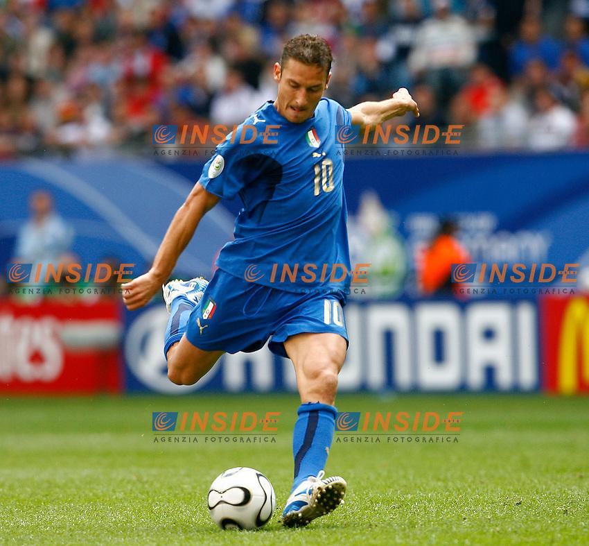 HAmburg 22/6/2006 World Cup 2006.Repubblica Ceca Italia 0-2.Photo Andrea Staccioli Insidefoto.francesco totti calcia in porta