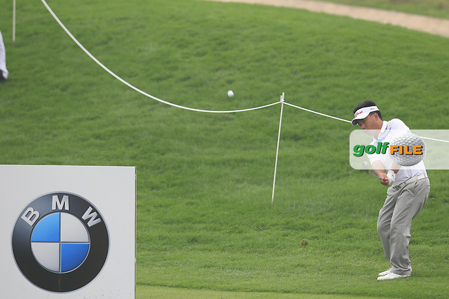 He Shao-cai (CHN) chips into the 5th green during Saturay's Round 3 of the 2014 BMW Masters held at Lake Malaren, Shanghai, China. 1st November 2014.<br /> Picture: Eoin Clarke www.golffile.ie
