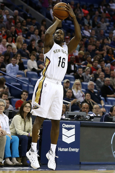 NEW ORLEANS, LA - MARCH 07: Toney Douglas #16 of the New Orleans Pelicans shoots during a game at Smoothie King Center on March 7, 2016 in New Orleans, Louisiana. NOTE TO USER: User expressly acknowledges and agrees that, by downloading and or using this photograph, User is consenting to the terms and conditions of the Getty Images License Agreement.  (Photo by Jonathan Bachman/Getty Images)