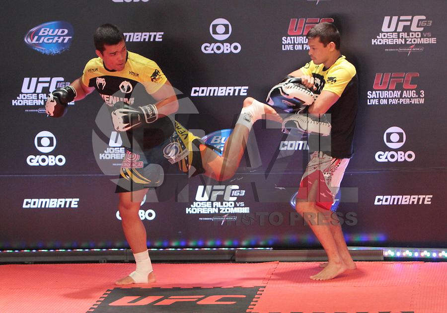 RIO DE JANEIRO, RJ, 01 AGOSTO 2013 - TREINO ABERTO LYITO MACHIDA UFC 163 RIO - O atleta Lyoto Machida realiza o treino aberto do UFC 163 que acontece no Rio De Janeiro na Lapa no Rio de Janeiro nessa quinta 01. (FOTO: LEVY RIBEIRO / BRAZIL PHOTO PRESS)