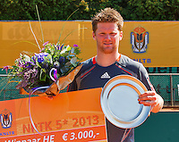 2013-08-17, Netherlands, Raalte,  TV Ramele, Tennis, NRTK 2013, National Ranking Tennis Champ, Nick van der Meer with the tropy<br /> Photo: Henk Koster
