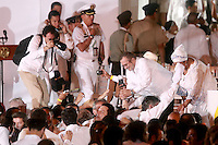 CARTAGENA- COLOMBIA -26-09-2016: Juan Manuel Santos, Presidente de Colombia y Rodrigo Londoño, Comandante de las Fuerzas Armadas Revolucionarias de Colombia Ejercito del Pueblo, durante la firma del acuerdo de Paz entre el gobierno de Colombia y la guerrilla de izquierda de las Fuerzas Armadas Revolucionarias de Colombia Ejercito del Pueblo (FARC EP). Rodrigo londoño saluda a los asistentes al final del acto oficial / Juan Manuel Santos, President of Colombia and Rodrigo Londoño, Commander of the Revolutionary Armed Forces of Colombia People's Army, during the signing of the peace agreement between the government of Colombia and leftist guerrillas of the Revolutionary Armed Forces of Colombia People's Army (FARC EP). Rodrigo Londoño greets the public at the enf of the official event Photo: VizzorImage / Ivan Valencia / Cont.