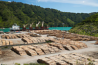 New Zealand, South Island, Marlborough Region, Picton: Loggging dock on Shakespeare Bay | Neuseeland, Suedinsel, Marlborough Region, Picton: Holzverladung an der Shakespeare Bay