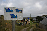 Cartelli che invitano a votare yes  Panels inviting to vote yes