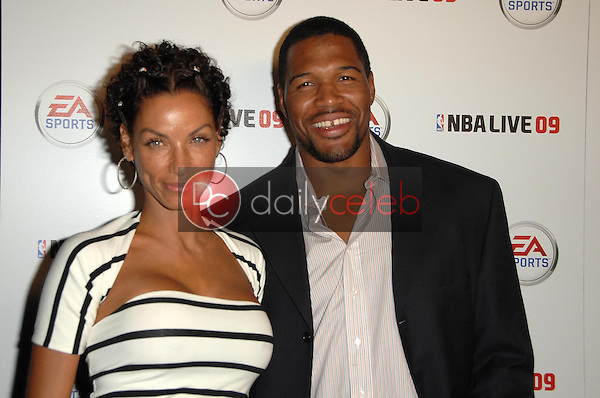 Nicole Murphy and Michael Strahan<br />at the Launch Party for NBA Live 09. Beso, Hollywood, CA. 09-26-08<br />Dave Edwards/DailyCeleb.com 818-249-4998