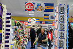 24/9/15 Bray Co Wicklow.<br /> Shoppers at the open of the new Dealz store in Bray Co Wicklow.<br /> Picture Fran Caffrey /Newsfile/Professional Images