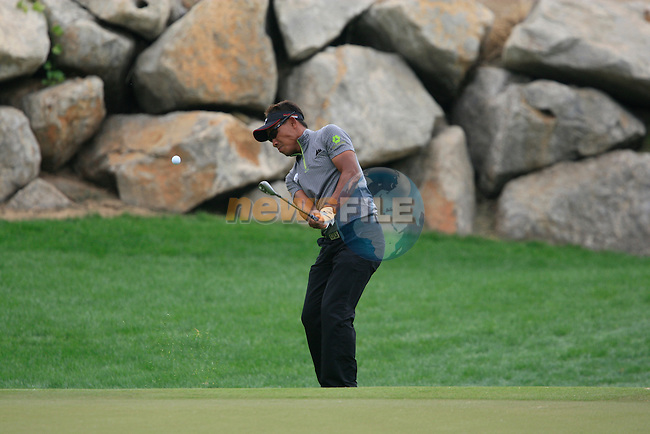 Thongchai Jaidee chips onto the 12th green during Thusday Day 1 of the Abu Dhabi HSBC Golf Championship, 20th January 2011..(Picture Eoin Clarke/www.golffile.ie)