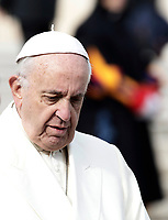 Papa Francesco lascia Piazza San Pietro al termine dell'udienza generale del mercoledi'. Citta' del Vaticano, 31 gennaio, 2018. <br /> Pope Francis leaves at the end of his weekly general audience in St. Peter's Square at the Vatican, on January 31, 2018.<br /> UPDATE IMAGES PRESS/Isabella Bonotto<br /> <br /> STRICTLY ONLY FOR EDITORIAL USE