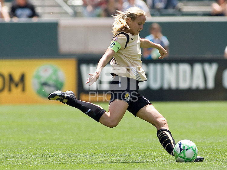 FC Gold Pride's Leslie Osborne. The LA Sol defeated FC Gold Pride of the Bay Area 1-0 at Home Depot Center stadium in Carson, California on Sunday April 19, 2009.  ..  .