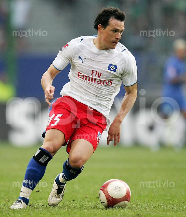 Fussball  1. Bundesliga  Saison 2006/2007 Piotr TROCHOWSKI (Hamburger SV), Einzelaktion am Ball