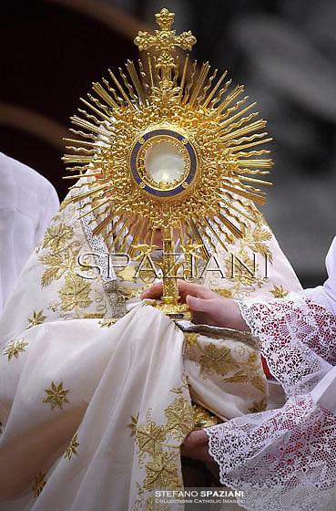 Pope Benedict XVI celebrates the Vespers and Te Deum prayers in Saint Peter's Basilica at the Vatican on December 31, 2012.