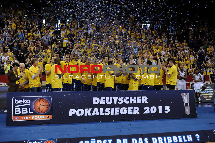 12.04.2015, EWE Arena, Oldenburg, GER, Beko BBL Top Four, Finale, Brose Baskets vs EWE Baskets Oldenburg, im Bild Oldenburg ist Pokalsieger 2015<br /> <br /> Foto &copy; nordphoto / Frisch