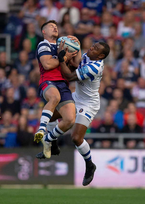Bristol Bears' Luke Daniels and Bath Rugby's Semesa Rokoduguni compete for the ball<br /> <br /> Photographer Bob Bradford/CameraSport<br /> <br /> Gallagher Premiership - Bristol Bears v Bath Rugby - Friday August 31st 2018 - Ashton Gate - Bristol<br /> <br /> World Copyright © 2018 CameraSport. All rights reserved. 43 Linden Ave. Countesthorpe. Leicester. England. LE8 5PG - Tel: +44 (0) 116 277 4147 - admin@camerasport.com - www.camerasport.com