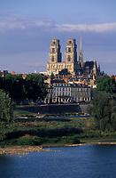 Europe/France/Centre/45/Loiret/Orléans : La cathédrale Sainte-Croix dont la construction fut commencée au XIII° et poursuivie jusqu'au XVI° siècle (Architecture gothique)