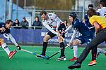 AMSTELVEEN - Mirco Pruyser (Adam) met Morris de Vilder (Pinoke)  tijdens de competitie hoofdklasse hockeywedstrijd heren, Pinoke-Amsterdam (1-1)   COPYRIGHT KOEN SUYK
