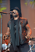 MIAMI, FL - AUGUST 30: D'Angelo performs during The Liberation Tour at American Airlines Arena on August 30, 2012 in Miami, Florida.  (photo by: MPI10/MediaPunch Inc.) /NortePhoto.com<br />