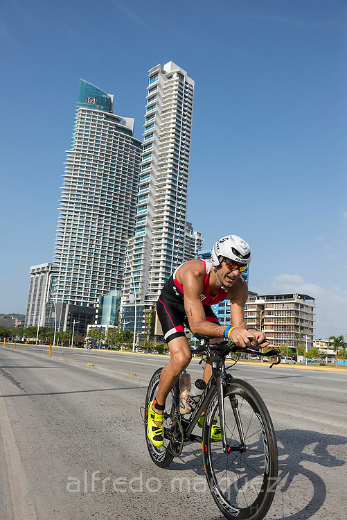 Fernando Alfaro, Panama, on the Ironman 70.3 Panama-Triathlon, 2014, cycling stretch