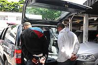 SAO PAULO, SP, 12 Janeiro 2012.Tentativa de assalto a uma relojoaria na Rua Guararpes Brooklin. terminou com prisao de 2 menores pela policia militar comos menores estavam 20 relogios avaliados em mais de 30mil reais 1500 reais em dinheiro e uma arma foram levados para 26dp do Sacoma   .  (FOTO: ADRIANO LIMA - NEWS FREE)