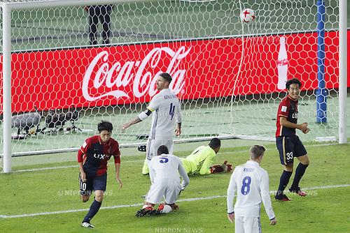 (L-R) Gaku Shibasaki (Antlers), Sergio Ramos (Real),<br /> DECEMBER 18, 2016 - Football / Soccer : Gaku Shibasaki of Antlers scoring their 1st goal during the<br /> FIFA Club World Cup Japan 2016 <br /> Final match between Real Madrid - Kashima Antlers <br /> at Yokohama International Stadium in Kanagawa, Japan.<br /> (Photo by Yusuke Nakanishi/AFLO SPORT)