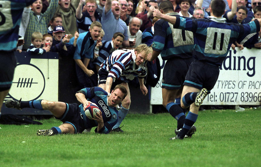 Photo. Richard Lane .Bedford v Rotherham . 23/5/99. .Bedford captain Alistair Murdoch touches down with a crucial try as his team mate celebrate.