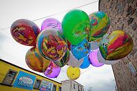 Quer&eacute;taro, Qro. 04 Enero 2016.- En la v&iacute;spera del tradicional D&iacute;a de Reyes, los vendedores de globos han saltado a la calle para ofertar el mejor veh&iacute;culo para las cartas con las peticiones de los ni&ntilde;os.<br /> <br /> Foto: Victor Pichardo / Obture Press Agency
