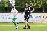 Gross-Gerau 29.06.2016: FFH-Team spielt gegen eine Auswahl des VfR Gro&szlig;-Gerau, VfR-Sportplatz<br /> Frank Hauf (VfR) gegen G&ouml;tz Greiner (FFH)