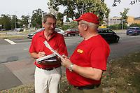 Uwe Völker (Regionalbeauftragter Hessen ACE) und Günther Englert (Beisitzer Kreisvorstand Darmstadt/Starkenburg) werten die Rüsselsheimer Stichprobe aus