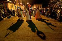SÃO LUIZ DO PARAITINGA, SP, 26 DE MAIO DE 2012 - FESTA DO DIVINO - Grupos de Congada se apresentam na noite deste sabado (26)  durante Festa do Divino de São Luiz do Paraitinga, que acontece neste final de semana. FOTO: LEVI BIANCO - BRAZIL PHOTO PRESS